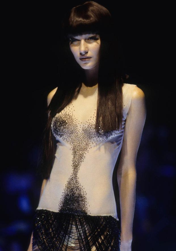 Siêu mẫu Gisele Bündchen từng bật khóc vì phải diễn bán khoả thân năm 18 tuổi, nhưng đó lại là cú hích đẩy cô thẳng tới đỉnh vinh quang - Ảnh 2.