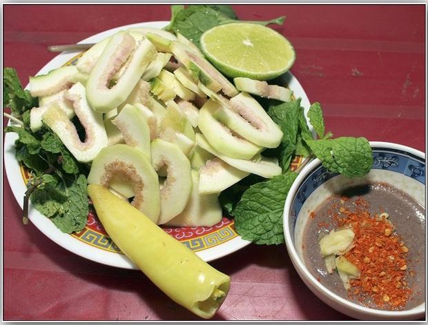 Nghệ sĩ Hoài Linh khoe vườn nhà mình có 1 loại cây quý mọc trái đột biến, dân mạng khẳng định: Cây này tiền tỷ cũng không bán! - Ảnh 4.