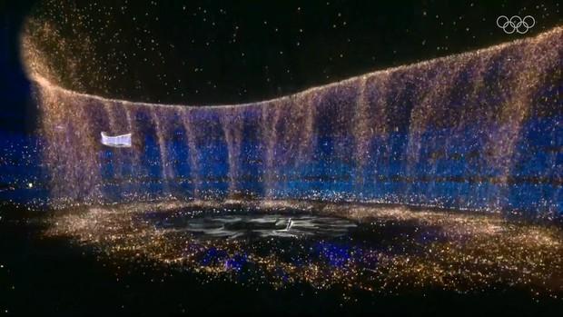 Nổi hết da gà trước màn trình diễn Dòng sông ngân hà huyền ảo trong lễ bế mạc Olympic 2020 - Ảnh 3.