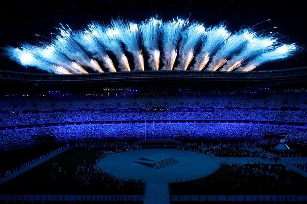 Nổi hết da gà trước màn trình diễn Dòng sông ngân hà huyền ảo trong lễ bế mạc Olympic 2020 - Ảnh 8.