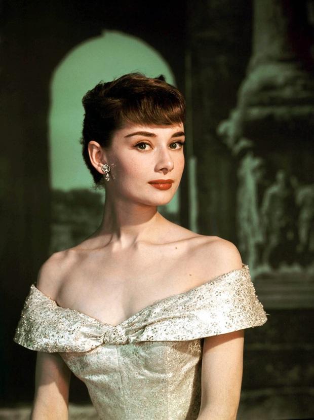 Audrey Hepburn: IT Girl đời đầu, nàng thơ của Givenchy, cảm hứng thời trang khiến hậu thế kính cẩn nghiêng mình - Ảnh 4.