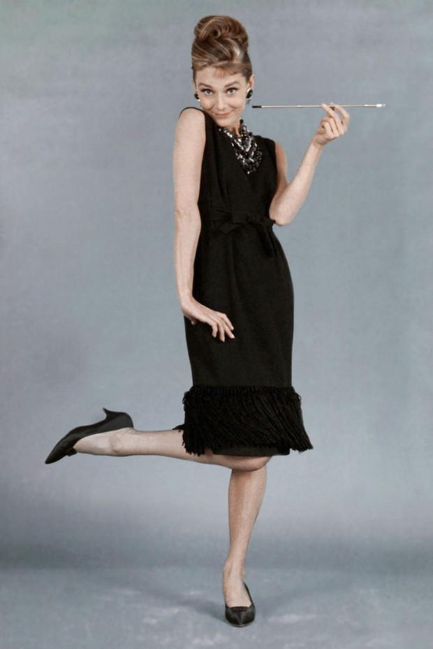 Audrey Hepburn: IT Girl đời đầu, nàng thơ của Givenchy, cảm hứng thời trang khiến hậu thế kính cẩn nghiêng mình - Ảnh 10.