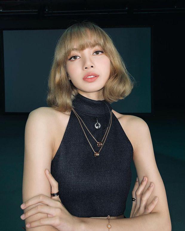 Giữa đêm Lisa (BLACKPINK) tự tung luôn ảnh tóc mới: Cực tây tôn lên gương mặt như búp bê, xinh đến mức xỉu ngang xỉu dọc - Ảnh 3.