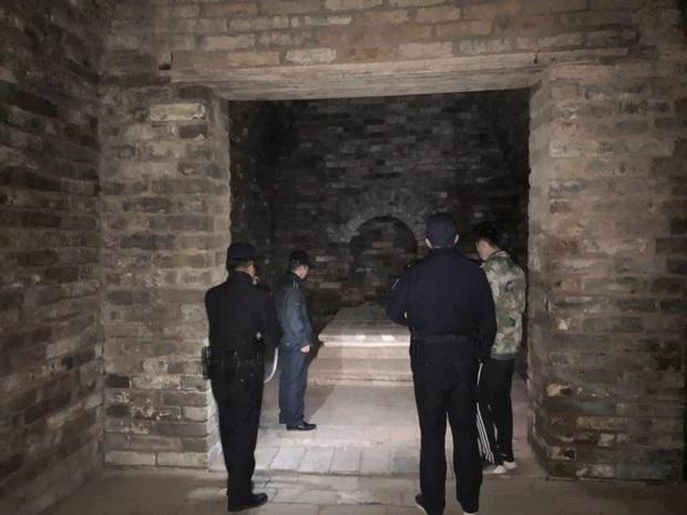 Mở cửa lăng mộ con gái Chu Nguyên Chương, đội khảo cổ sững sờ: Bên trong có người sống! - Ảnh 1.