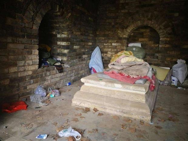 Mở cửa lăng mộ con gái Chu Nguyên Chương, đội khảo cổ sững sờ: Bên trong có người sống! - Ảnh 2.