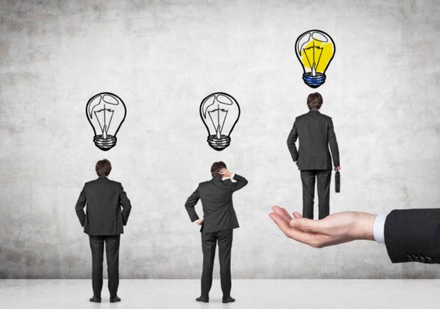Mất từ 3-5 năm để phát triển lãnh đạo cấp trung và 7-10 năm cho cấp cao: Hãy chuẩn bị sớm việc kế nhiệm, chọn nhóm 5% có năng lực lãnh đạo xuất sắc và chuyên môn tốt! - Ảnh 1.