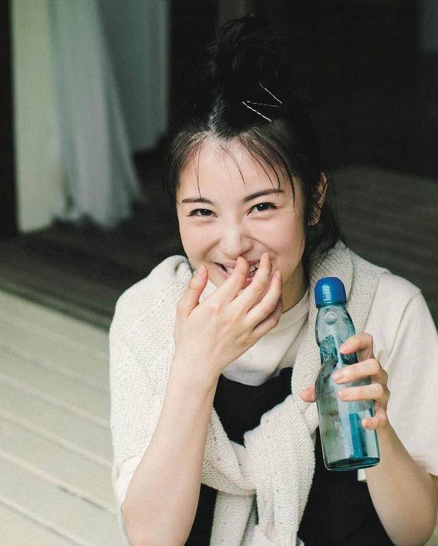 5 thói quen uống nước dễ gây lão hóa hơn cả thức khuya, đặc biệt là 3 cái đầu tiên ít ai tránh khỏi - Ảnh 3.