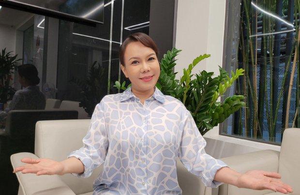 Việt Hương bức xúc trên sóng livestream: Một số người trù ẻo tôi nhiễm bệnh, họ cũng trù ẻo Phi Nhung nguy kịch - Ảnh 2.