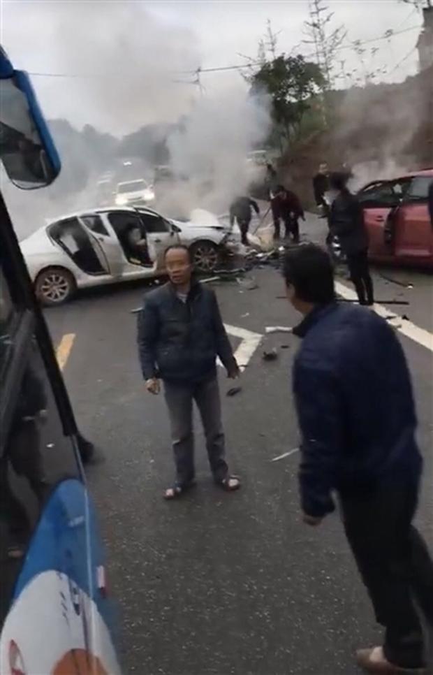 Ô tô đột nhiên bốc cháy khi đang đậu trong bãi xe khiến 2 mẹ con mắc kẹt bên trong tử vong - Ảnh 2.