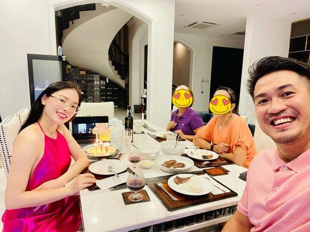 Linh Rin xinh đẹp ngọt lịm đón sinh nhật bên Phillip Nguyễn, nhìn đôi trẻ rạng rỡ quấn quít cứ như vợ chồng son - Ảnh 4.