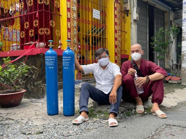 Ông Đoàn Ngọc Hải bị bà Phương Hằng cấm cửa vì chuyện oxy miễn phí; nhóm từ thiện hờn dỗi đòi lên Đại Nam trả lại - Ảnh 4.