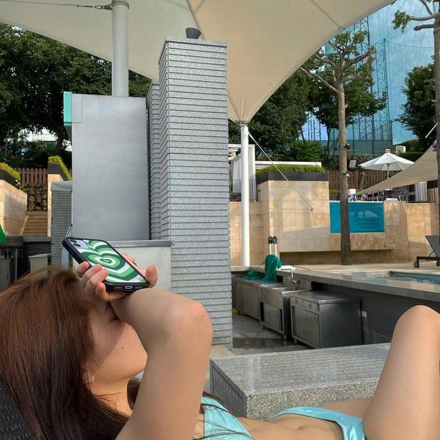 Yeri (Red Velvet) lột xác thành em út sexy nhất nhì Kpop: Diện bikini o ép vòng 1 ngộp thở, eo bánh mì hoá cơ bụng số 11 - Ảnh 7.