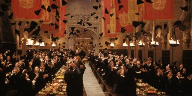 6 bí mật hậu trường mất hình tượng của Harry Potter: Daniel Radcliffe quay phim mà say rượu, drama giựt chồng của sao nữ quá căng! - Ảnh 6.