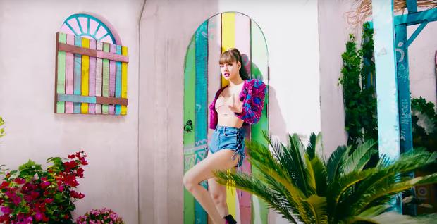 Lisa mở cả sàn diễn thời trang trong MV solo, YG đầu tư mạnh tay vượt mặt Rosé nhưng so với Jennie vẫn thua? - Ảnh 10.