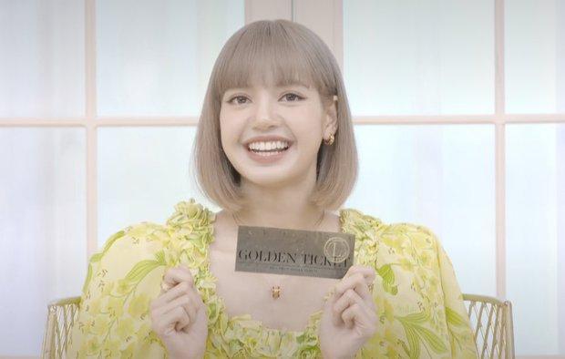 Lisa (BLACKPINK) livestream ra mắt solo: Bánh bèo xinh rụng rời, mái tóc tiền tỷ và bộ váy điệu đà tôn trọn vẹn visual - Ảnh 7.