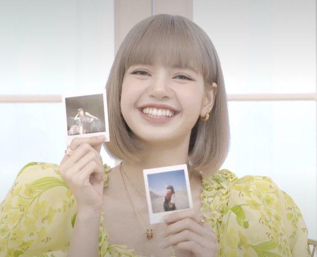Lisa (BLACKPINK) livestream ra mắt solo: Bánh bèo xinh rụng rời, mái tóc tiền tỷ và bộ váy điệu đà tôn trọn vẹn visual - Ảnh 6.