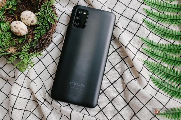 Trải nghiệm Samsung Galaxy A03s: Smartphone bình dân với màn hình và pin lớn - Ảnh 1.