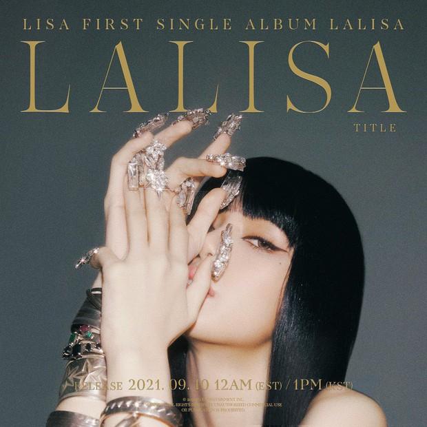 Lisa (BLACKPINK) bùng nổ visual ở họp báo debut solo: Màu tóc lạ như búp bê sống, kín mít mà 1 bộ phận cực phẩm vẫn gây choáng - Ảnh 5.