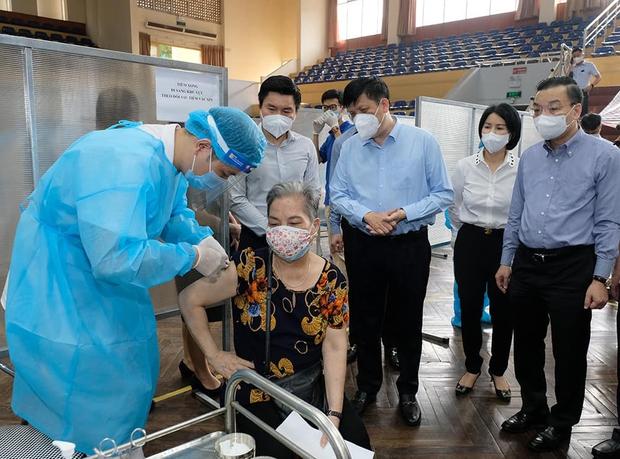 Hà Nội xét nghiệm 100% người dân sẽ lãng phí - Bộ trưởng Bộ Y tế lý giải như thế nào? - Ảnh 1.