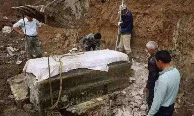Thi thể người phụ nữ trong lăng mộ khiến các chuyên gia 'mệt bở hơi tai': Gấp đôi thời gian chỉ để... cởi quần áo! - Ảnh 1.