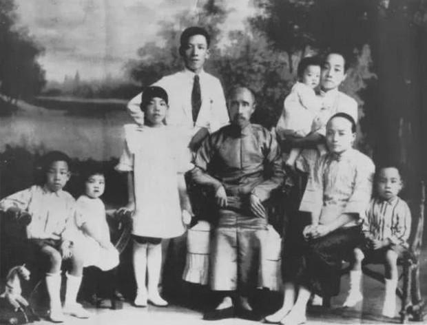 Chuyện ít người biết về dòng dõi quý tộc bậc nhất Trung Quốc: 17 đời sống trong nhung lụa, con cháu toàn người xuất chúng ai nhìn cũng ngưỡng mộ - Ảnh 1.