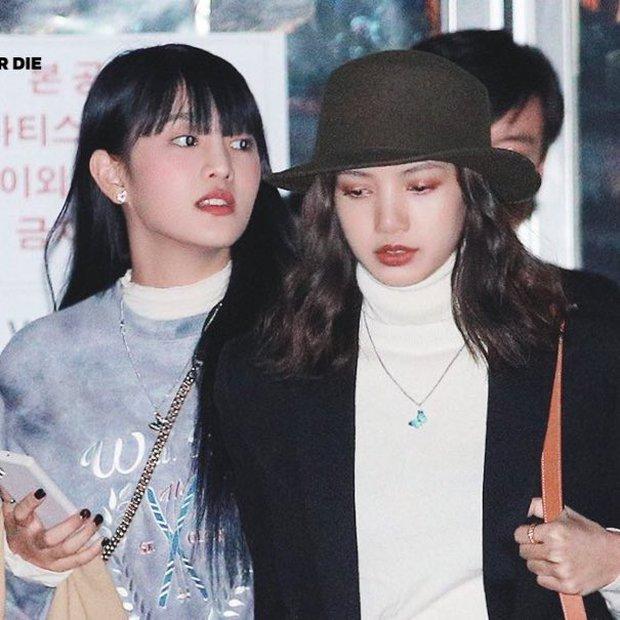 Mẹ Lisa rơi nước mắt khi cùng đại gia đình reaction MV LALISA, nữ idol bạn thân cũng rủ nhân vật đặc biệt quẩy cực đáng yêu - Ảnh 7.