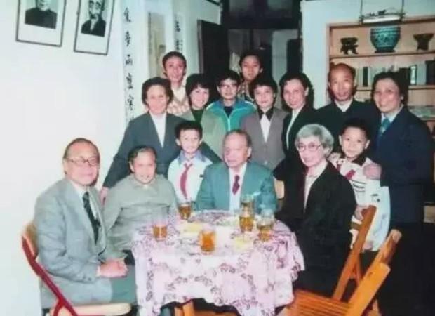 Chuyện ít người biết về dòng dõi quý tộc bậc nhất Trung Quốc: 17 đời sống trong nhung lụa, con cháu toàn người xuất chúng ai nhìn cũng ngưỡng mộ - Ảnh 5.