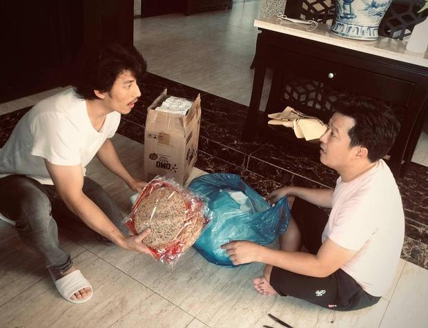 Liên Bỉnh Phát khoe được tiếp tế lương thực nhưng netizen chỉ chú ý vào... vòng 2 của Trường Giang - Ảnh 3.