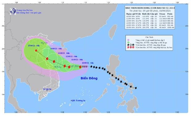 Bão số 5 liên tục tăng cấp, diễn biến khó lường, cách quần đảo Hoàng Sa khoảng 220km - Ảnh 1.