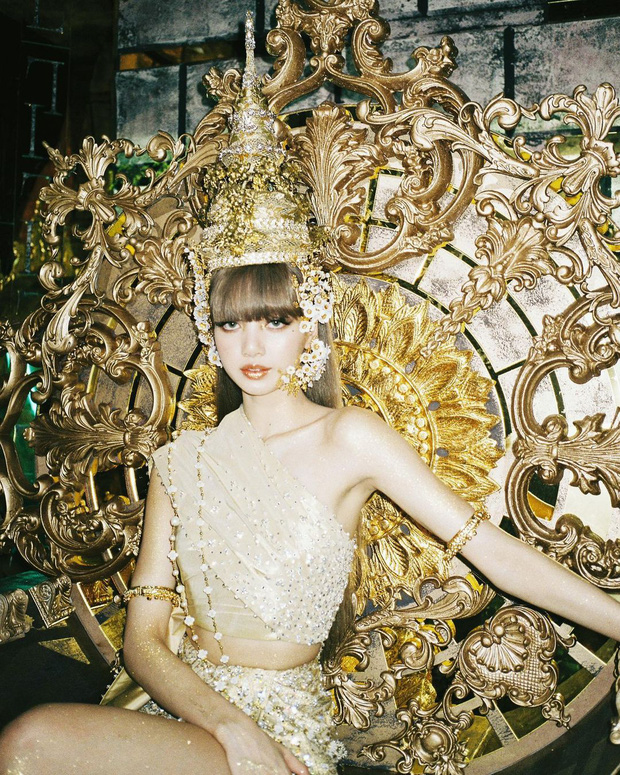 Lisa thu phục lòng dân với tạo hình công chúa Thái: Phục sức lẫn makeup đều ở cái tầm! - Ảnh 2.