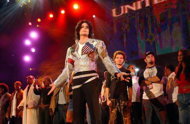 Khoảnh khắc nghìn năm có một: Mariah Carey, Celine Dion, Beyoncé,... chịu đứng cạnh nhau góp giọng cùng Michael Jackson, lí do là gì? - Ảnh 8.