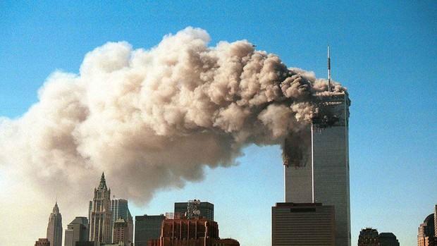 Một huyền thoại âm nhạc thế giới suýt nữa đã mất mạng trong vụ khủng bố 11/9 cách đây 20 năm, nguyên nhân thoát chết đầy li kì! - Ảnh 3.