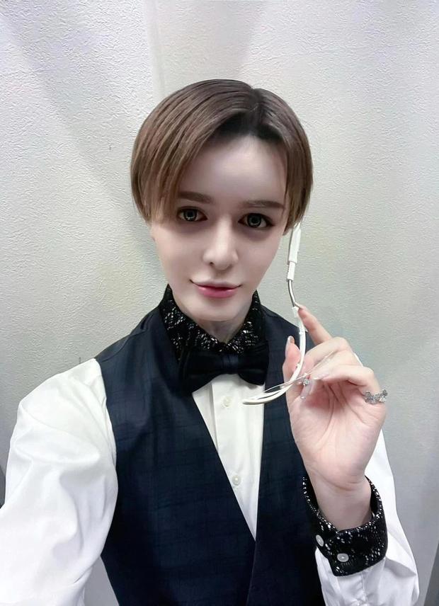Nữ tiếp viên xinh như mộng để lộ gương mặt thật khiến netizen mất niềm tin vào cuộc sống - Ảnh 2.