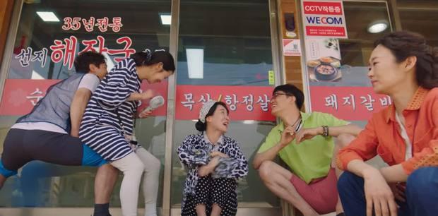 Shin Min Ah cưỡng hôn Kim Seon Ho, hồn nhiên ngủ lại nhà trai đẹp ở Hometown Cha-Cha-Cha tập 5 - Ảnh 2.