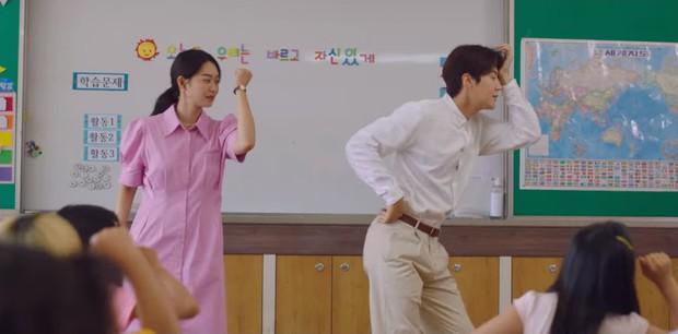 Shin Min Ah cưỡng hôn Kim Seon Ho, hồn nhiên ngủ lại nhà trai đẹp ở Hometown Cha-Cha-Cha tập 5 - Ảnh 5.