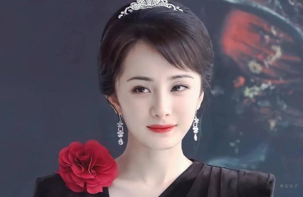 Ngày trẻ Dương Mịch xinh như thiên thần nhưng vẫn bị trừ điểm búi tóc, ngày nay rút kinh nghiệm nên không chê được gì luôn - Ảnh 2.