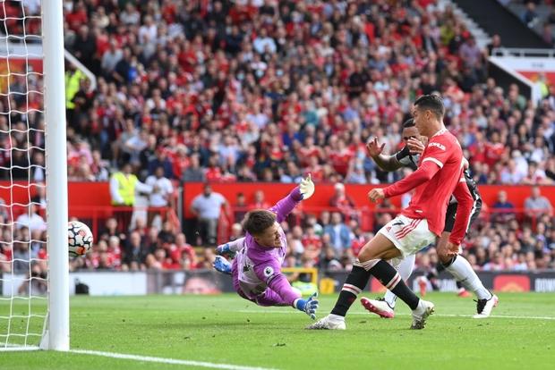 Ronaldo tỏa sáng rực rỡ trong ngày trở về, giúp Man United đè bẹp Newcastle để vươn lên ngôi đầu Ngoại hạng Anh - Ảnh 3.