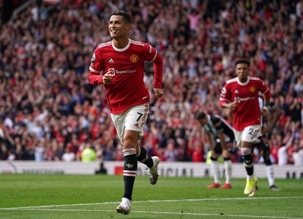 Ronaldo tỏa sáng rực rỡ trong ngày trở về, giúp Man United đè bẹp Newcastle để vươn lên ngôi đầu Ngoại hạng Anh - Ảnh 4.