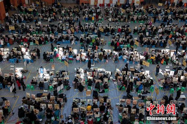 Hình ảnh khắc nghiệt đáng sợ khi thi vào các trường nghệ thuật ở Trung Quốc, tỉ lệ chọi lên đến 1:406 - Ảnh 2.