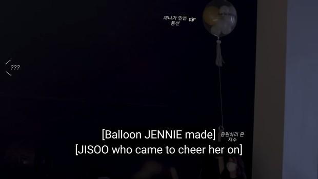 Hậu trường MV của Lisa bị BLACKPINK giật hết spotlight: Jisoo nhí nhố, Rosé phấn khích hơn cả chính chủ, Jennie ở đâu? - Ảnh 10.