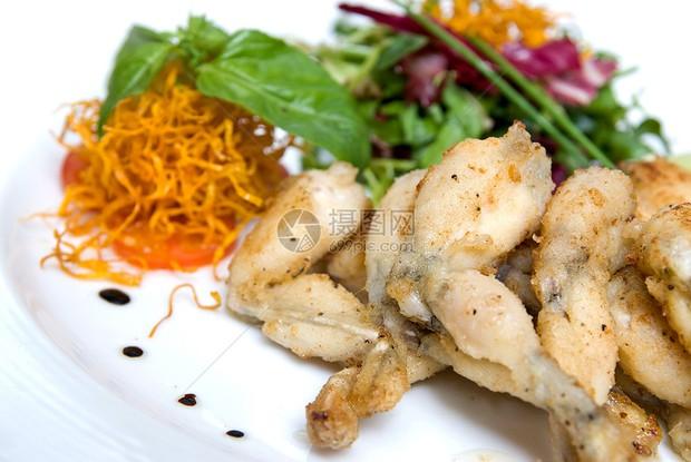 5 loại thực phẩm chứa nhiều ký sinh trùng và dễ gây ung thư nhất, đầu bếp hàng đầu dạy bạn cách nấu nướng an toàn - Ảnh 1.