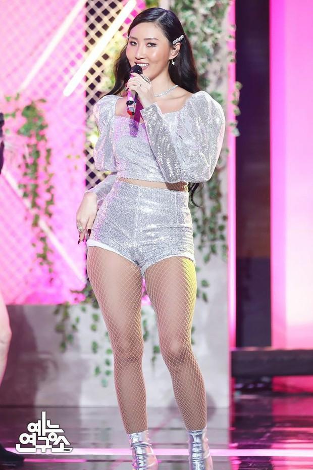 Nữ tân binh 2k3 gây tranh cãi về vóc dáng lệch tiêu chuẩn idol, netizen lập tức bảo vệ: Thời của idol chubby đến rồi, giọng hát lại còn hay! - Ảnh 9.
