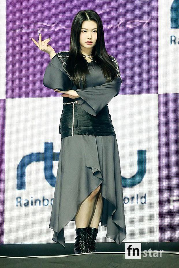 Nữ tân binh 2k3 gây tranh cãi về vóc dáng lệch tiêu chuẩn idol, netizen lập tức bảo vệ: Thời của idol chubby đến rồi, giọng hát lại còn hay! - Ảnh 6.