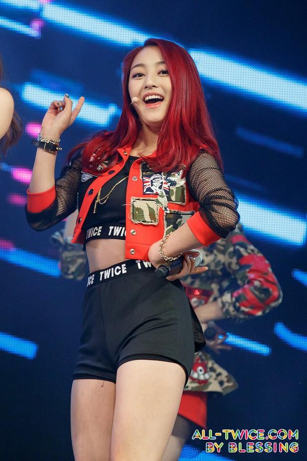 5 idol Kpop thay tên đổi vận: Jihyo (TWICE) từng trùng tên thành viên BLACKPINK, 1 mỹ nam SM nghe tên cũ mà hú hồn - Ảnh 5.