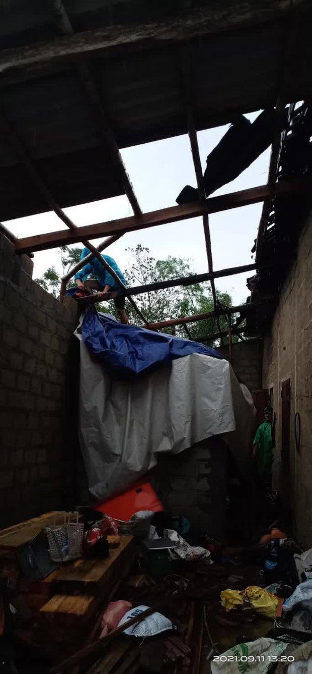 Bão số 5 chưa đổ bộ, nhiều nhà ở Thừa Thiên - Huế đã tốc mái - Ảnh 2.