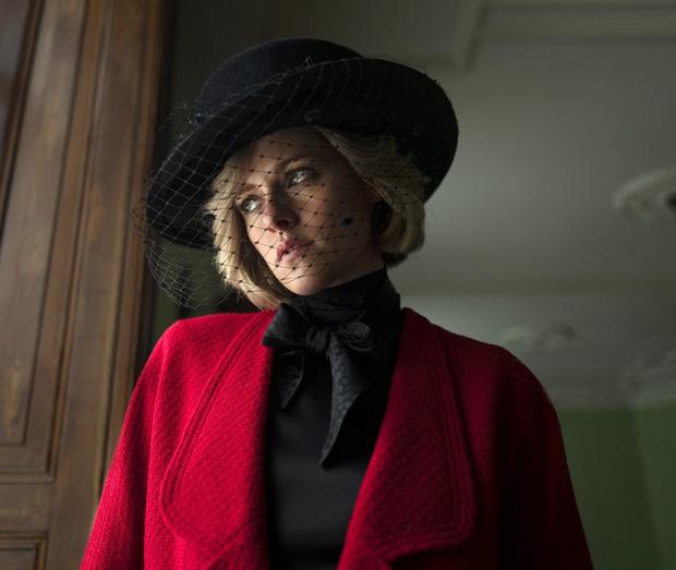 Phim về Công nương Diana bị nhận xét là phỉ báng hình ảnh của bà: Kristen Stewart nạt nộ người hầu, nuốt chửng ngọc trai nghe mà sốc! - Ảnh 1.