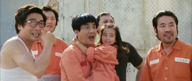 Điều Kỳ Diệu Ở Phòng Giam Số 7 từng có cảnh phim y hệt cổ xúy ấu dâm, may mà NSX sáng suốt cắt kịp - Ảnh 7.