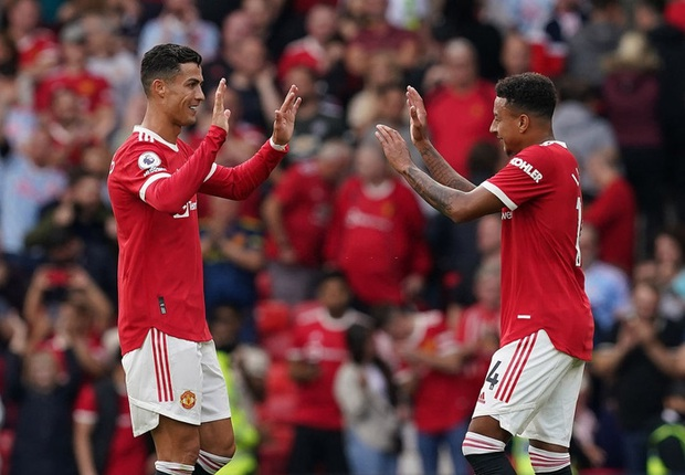 Từng được Ronaldo xoa đầu dạy vài miếng kỹ thuật lúc còn bé tí, sau gần 20 năm, ngôi sao MU thoả ước nguyện chơi bóng và ghi bàn cùng thần tượng - Ảnh 2.