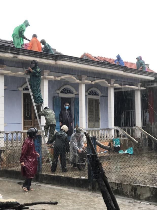 Bão số 5 chưa đổ bộ, nhiều nhà ở Thừa Thiên - Huế đã tốc mái - Ảnh 3.