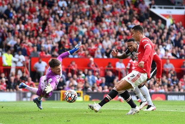 Ảnh cận cảnh Ronaldo ghi bàn ngay ở trận ra mắt MU - Ảnh 3.